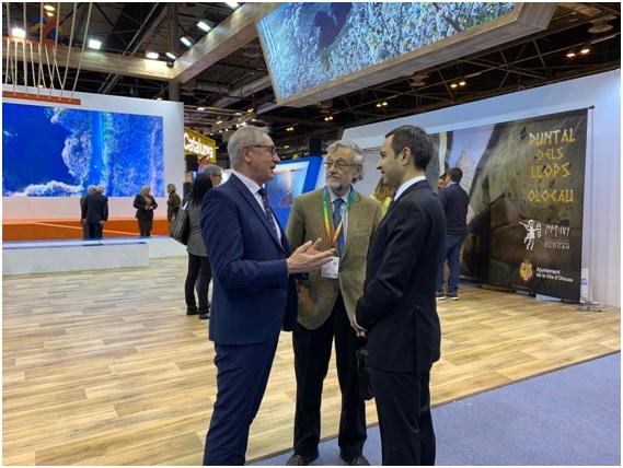 Charla distendida y amigable entre D. Josep Gisbert y Embajador Maharramov