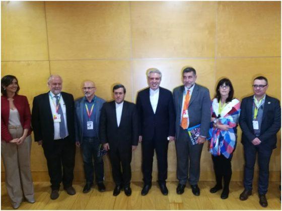 Posteriormente tuvo la amabilidad junto al Embajador de Irán Sr. Hassan Ghashghavi de conversar con el Presidente del Instituto Seda España y posar para una foto con parte de miembros del Instituto y representantes de profesionales valencianos del sector turístico .